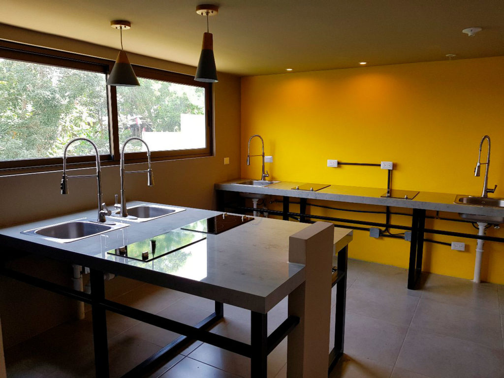 Cocina-amarilla-D15-Dorms-Guatemala